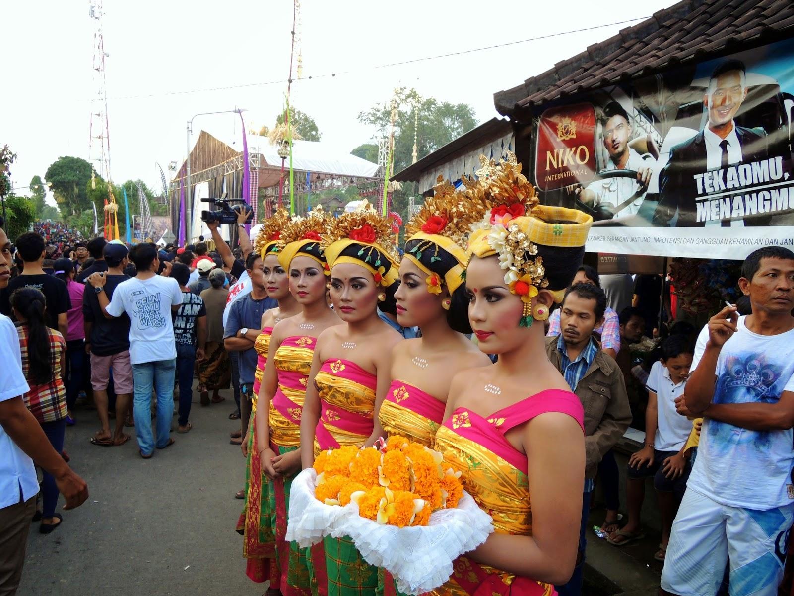 Balinese dancers, Tegallaland Ogoh Ogoh festival, Ubud
