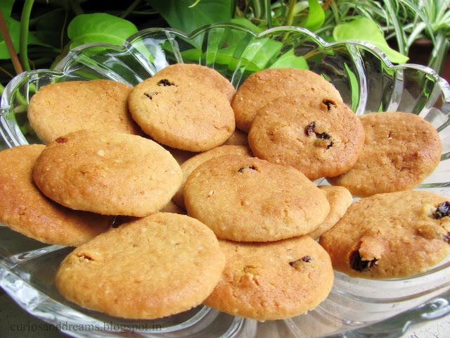 Honey Oatmeal Raisin Cookies Recipe