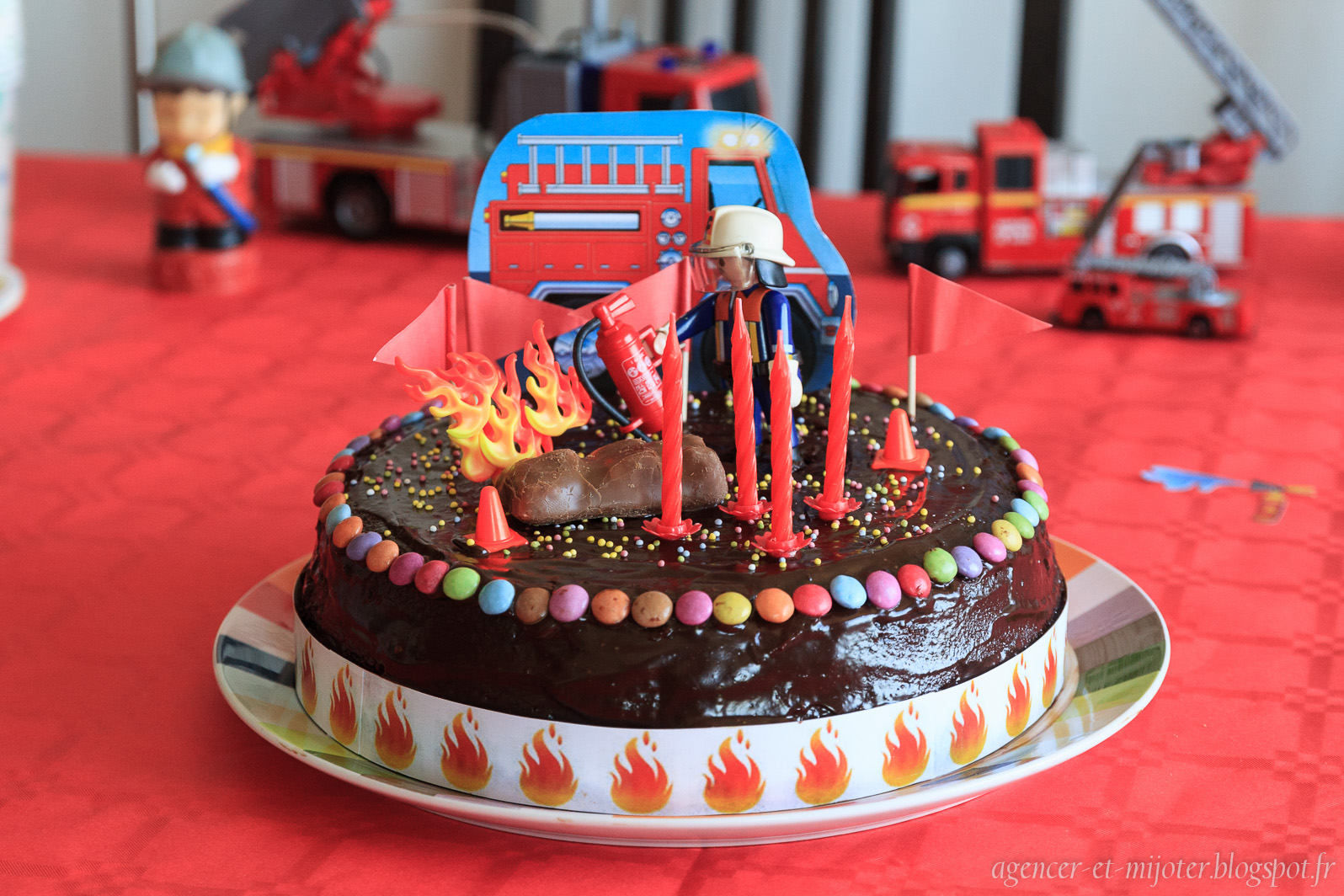 Decoration pour gateau pompier les recettes les plus - Deco anniversaire pompier ...
