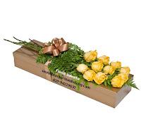 bunga mawar dalam kotak kertas