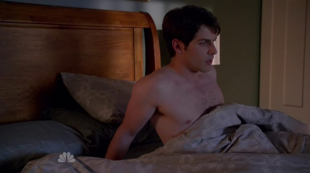 David Giuntoli Gay http://groopii.blogspot.com/2011/11/david-giuntoli-shirtless-in-grimm-s1e02.html