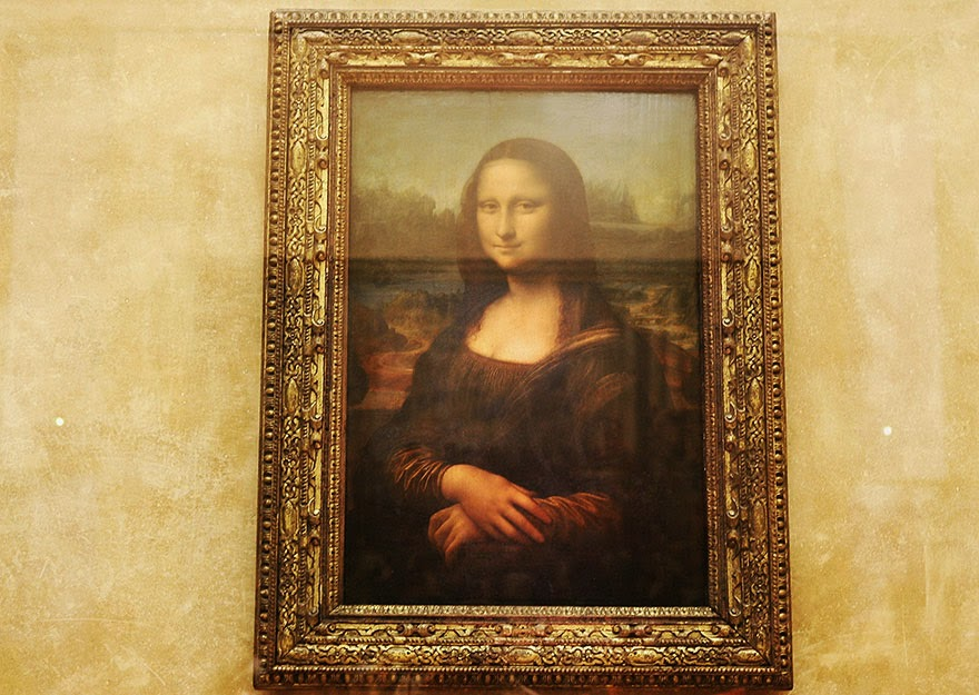 16 Of Your Favorite Landmarks Photographed WITH Their True Surroundings! - Mona Lisa, Louvre Museum, Paris