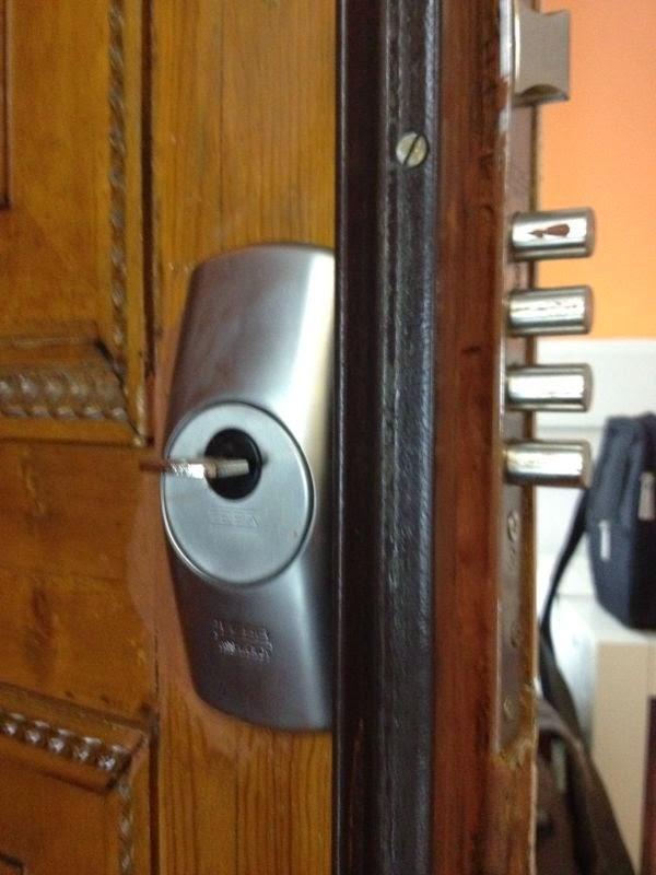 Instalaci n y reparaci n de cerraduras antipalanca for Cerraduras de seguridad para puertas