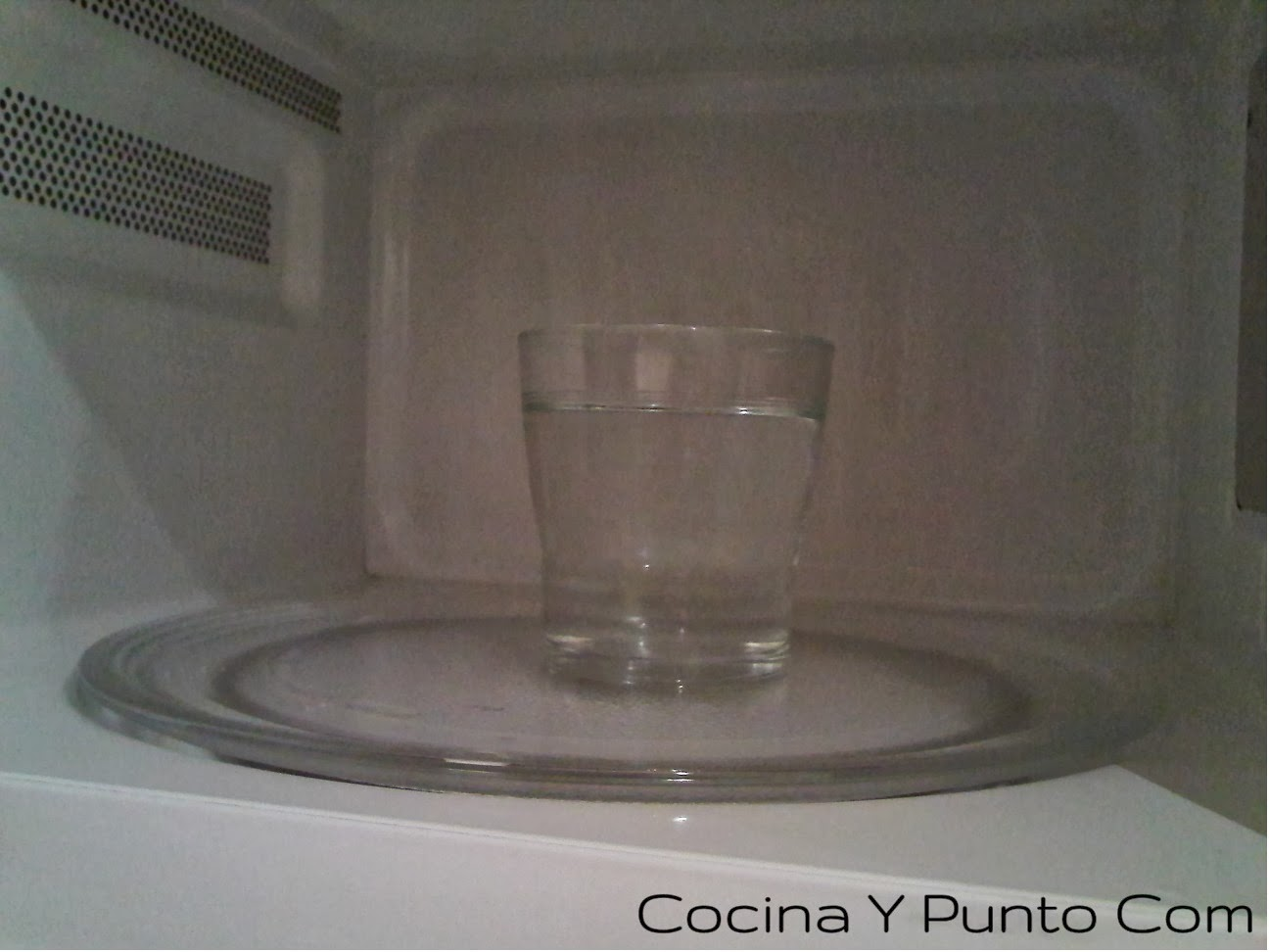 Cocina y punto com c mo lavar el microondas for El vinagre desinfecta