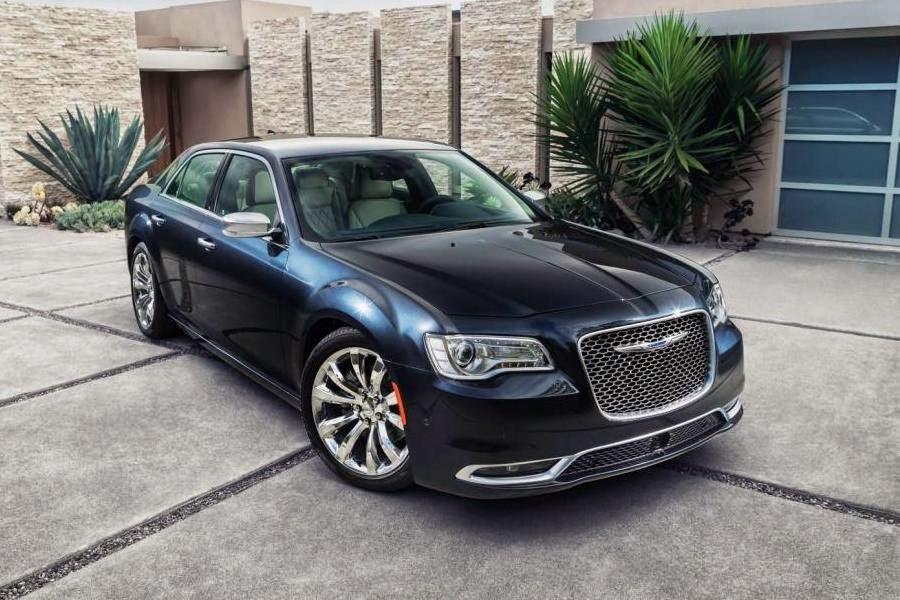 Chrysler 300C Platinum (2015) Front Side