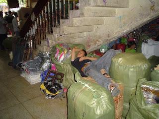 Faire une sieste Ben Thanh Market. Ho Chi Minh. Viêt-Nam