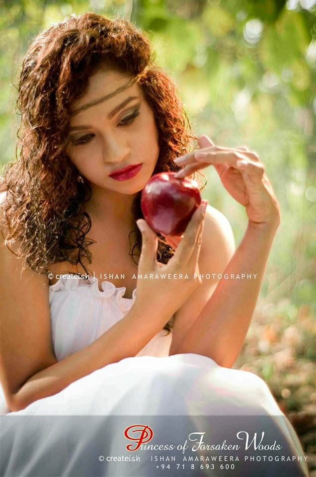http://picture.gossiplankahotnews.com/2014/03/madhavee-wathsala-anthony-photoshoot.html