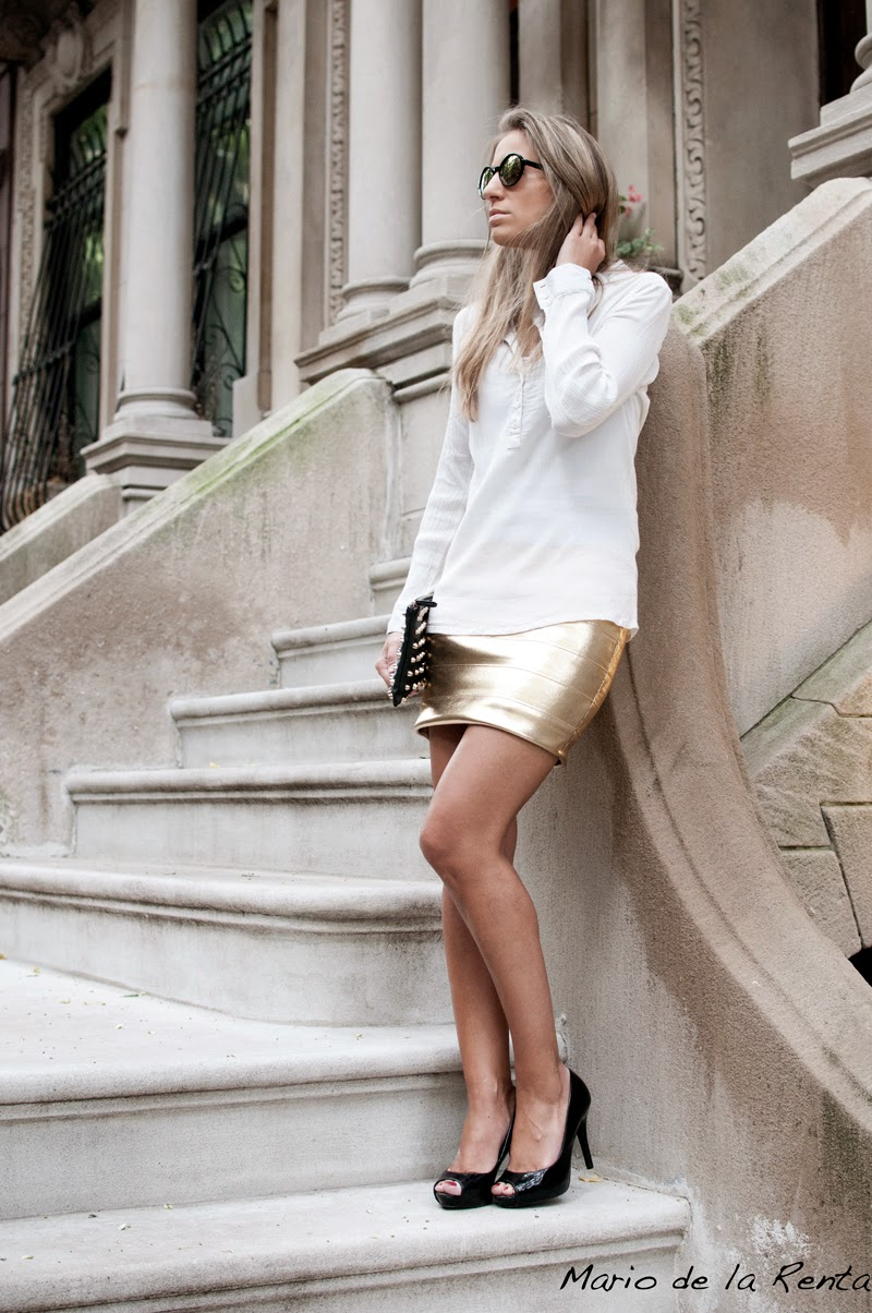 Golden tight skirt and black peeptoes in NYC