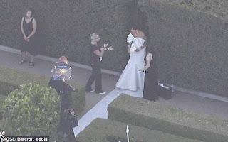 Few PicTures Of Kim Kardashians Wedding! 7