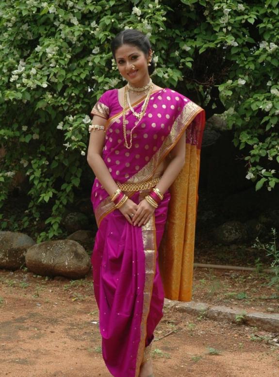 , Sada Latest Hot Photos 2012