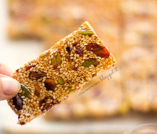 croccantini al sesamo pistacchi e bacche di Goji