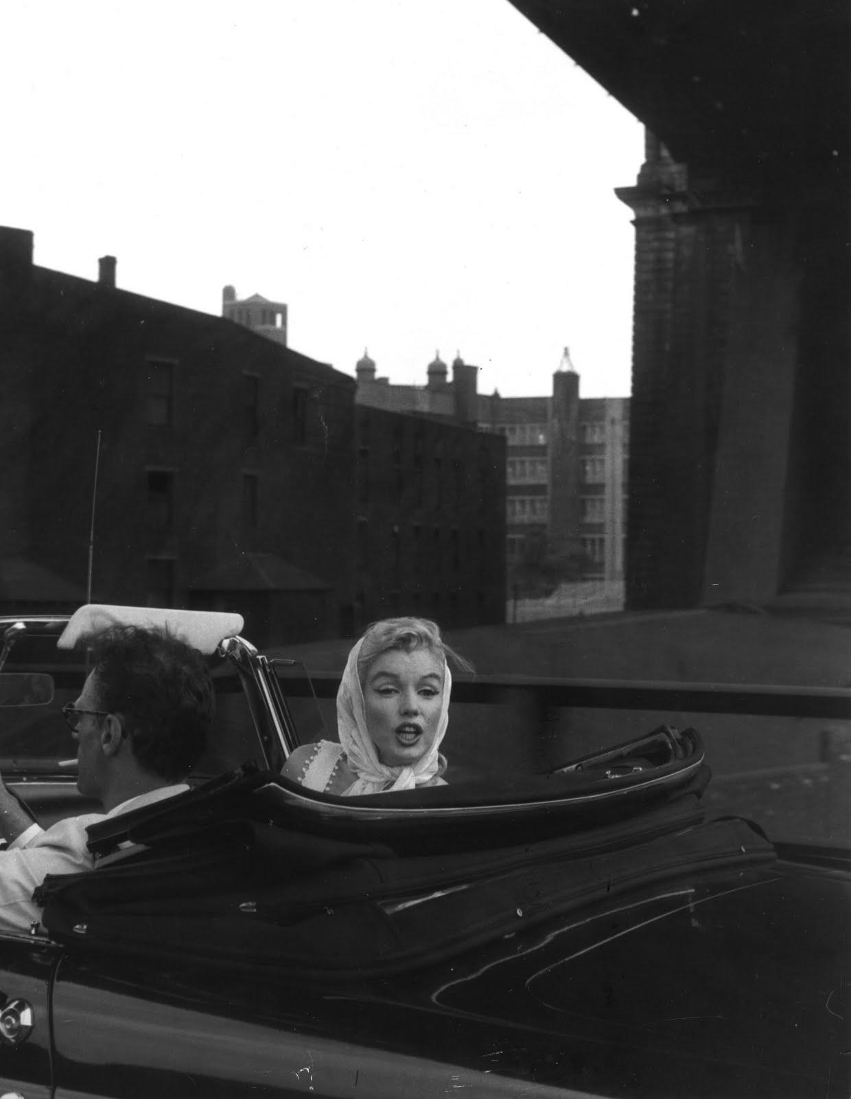 http://1.bp.blogspot.com/-ac67FrPqBWA/TfFrEioq8PI/AAAAAAAAAMk/_htDFszGDlw/s1600/Marilyn+Monroe+and+Arthur+Miller+1956+v.jpg