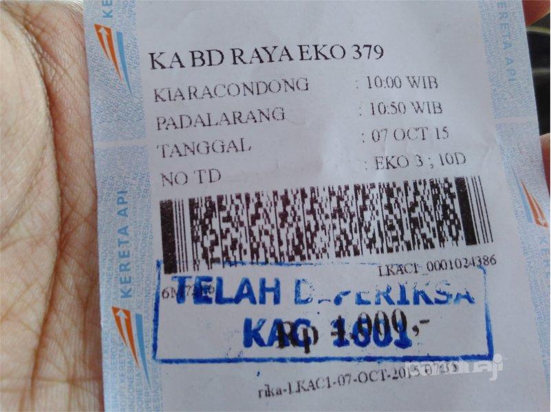 Kereta api lokal di Bandung