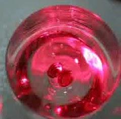 Batu Cincin Merah Delima asli bersinar di air