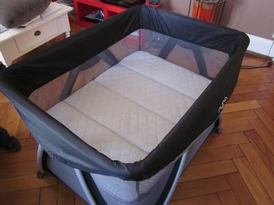 les mamans testent test et avis lit parapluie sena de nuna. Black Bedroom Furniture Sets. Home Design Ideas