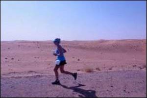 إمرأة تجرى 220 كليو متر بدون توقف - woman running