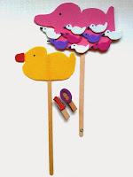 Marionetas de patito de goma y de una mamá pato con sus patitos ©Selene Garrido Guil