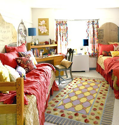 Twin Bed Dorm Room Design Idea for Decorating
