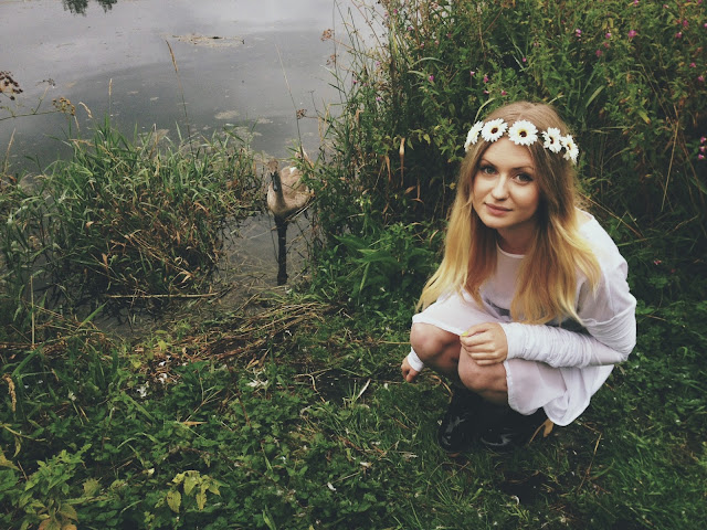 FashionFake, fashion bloggers, Never Fully Dressed, street style, outfit blog, style blog, floral crown