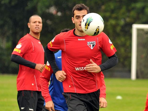 Rhodolfo treina no São Paulo e joga semi-final contra o Coritiba