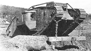 TANQUES Y BLINDAJES DE TANQUES 800px-MarkIVTankWithUnditchingBeam1917