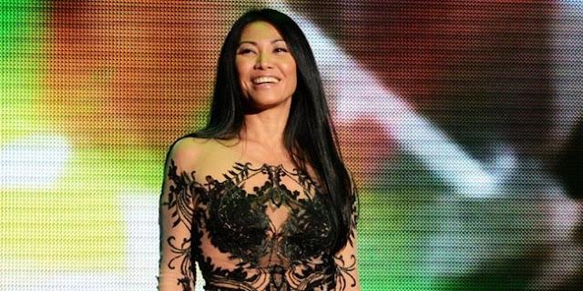http://www.asalasah.com/2015/12/anggun-jadi-juri-ratu-kecantikan.html