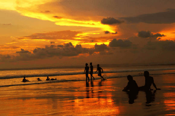 Senja di Pantai Pangandaran (Opang Sopanji/fotokita.net)