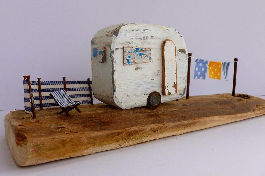 """Drewniany recykling  domki Kirsty Elson w """"Środowych Inspiracjach""""."""