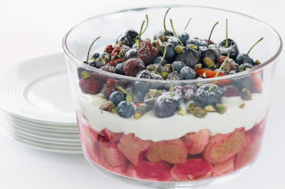 Christmas berry trifle recipe