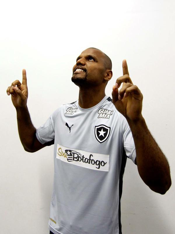 Melhor goleiro do Brasil garante a vitória do Botafogo