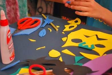 Santa Cruz Shopping promove oficina de máscaras divertidas para as crianças