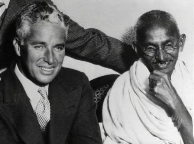 Charles Chaplin con Mahatma Gandhi