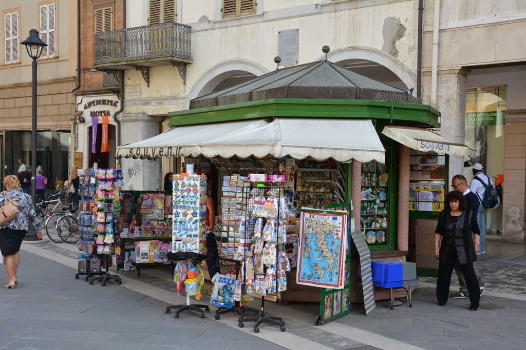 Piazza Tre Martiri Rimini kiosk