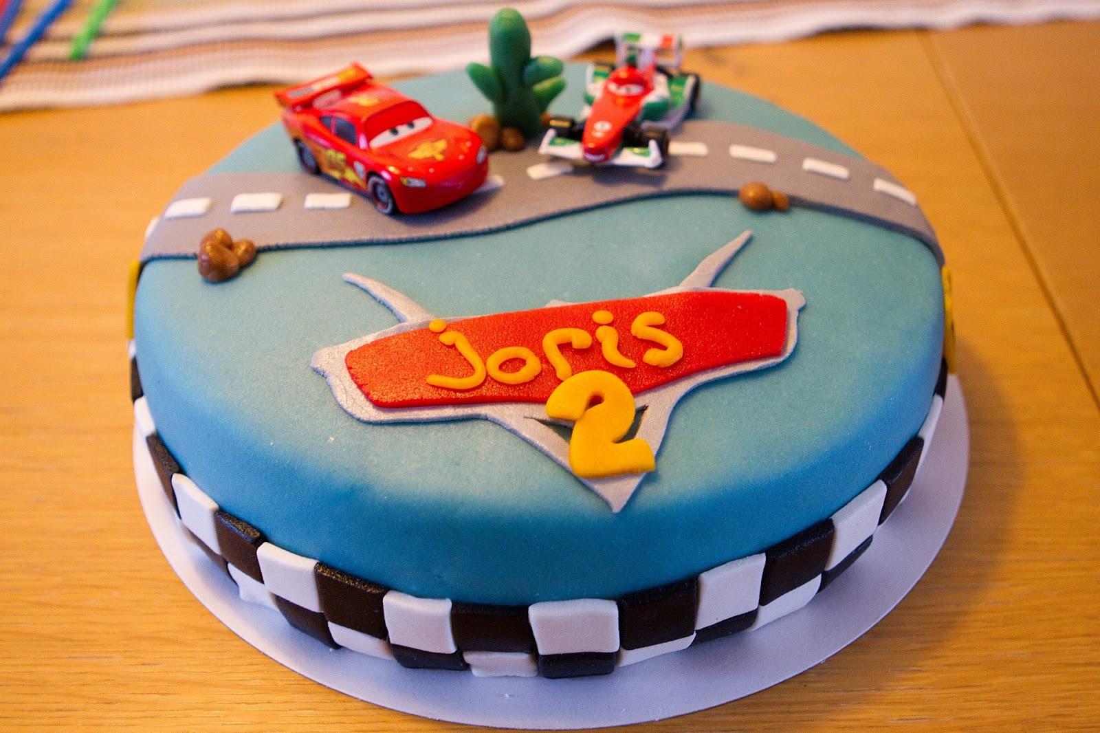 Fleurige taartjes stoere cars taarten for Cars autootjes