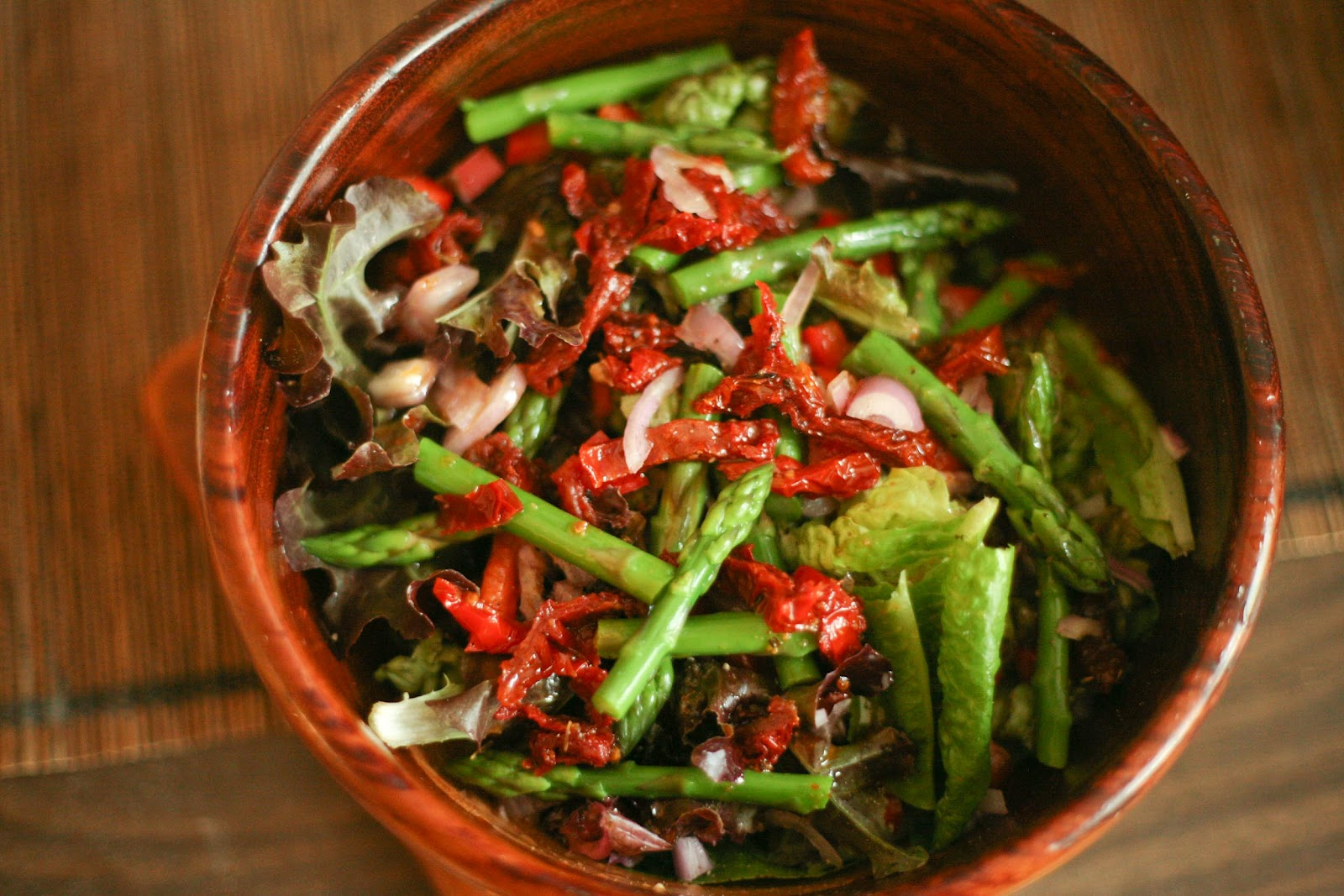 Shallot and Blanched Asparagus Salad