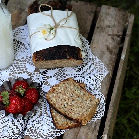Chleb na kefirze z ziarnami słonecznika i jagodami goji