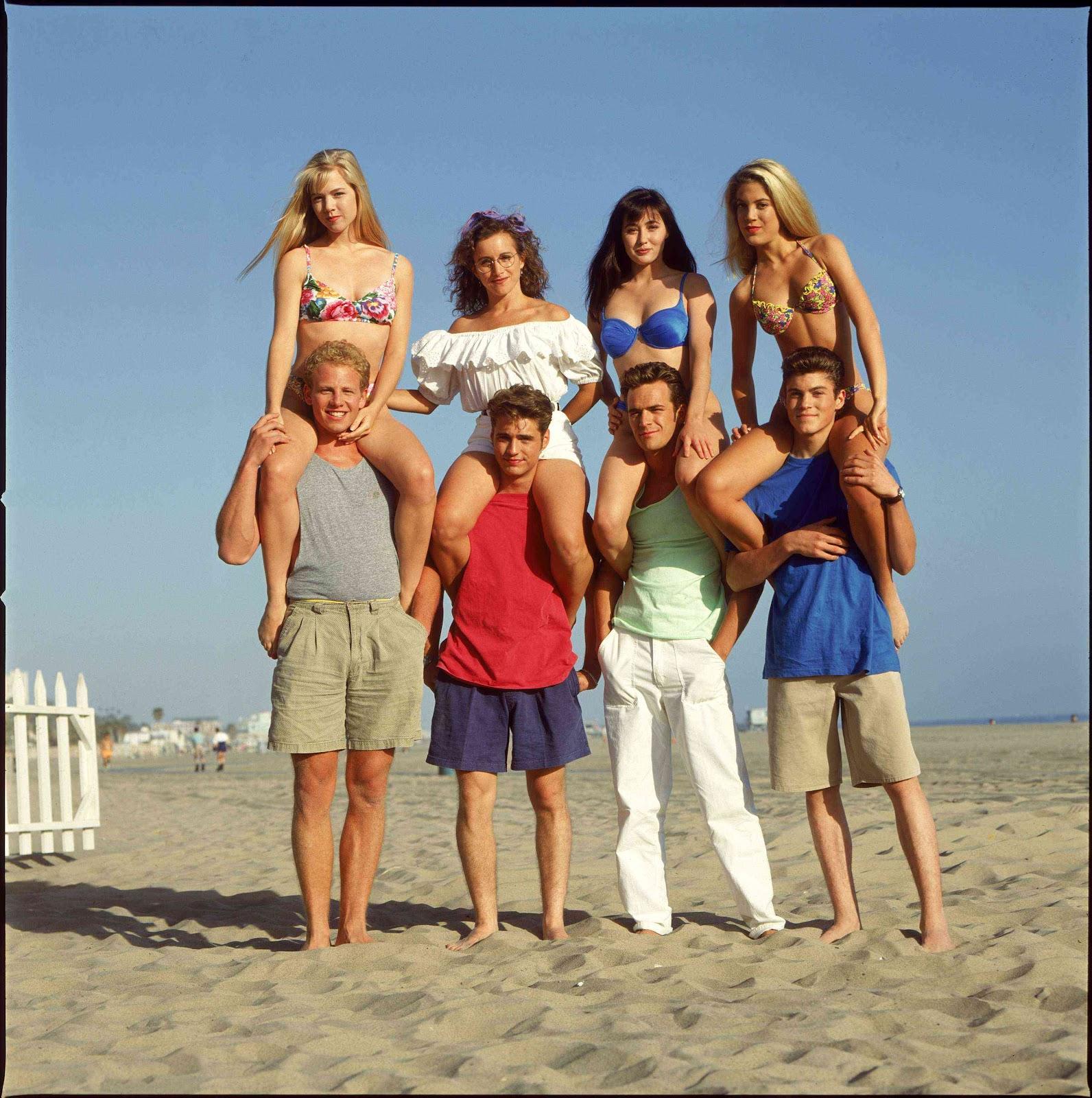 http://1.bp.blogspot.com/-afgpbttbccY/T4wwX05WEMI/AAAAAAAAFWg/5QOzkfwEeLw/s1600/1990_beverly_hills_90210_010.jpg