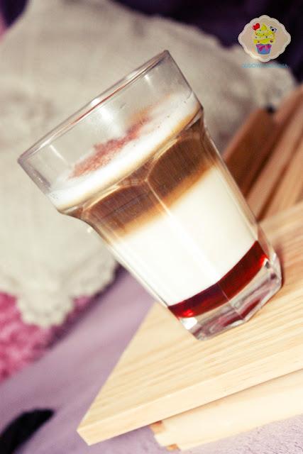 latte malinowa, latte z syropem, jak zrobić latte, kawa latte, latte z syropem malinowym