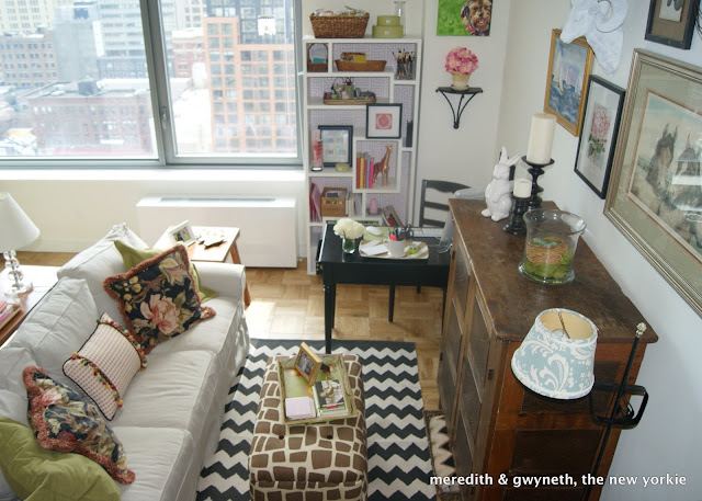Eight hundred sq ft apartment tour meredith gwyneth for 9 ft wide living room