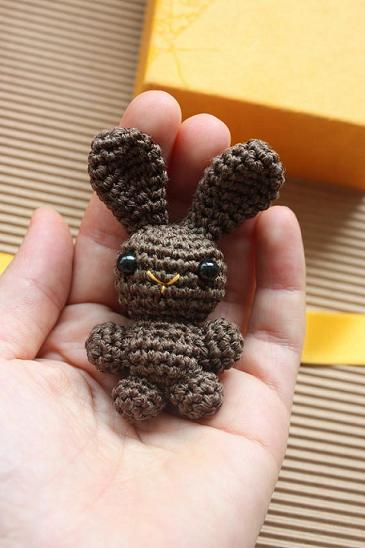 Free Crochet Pattern For Bunny Pin : Amigurumi creations by HappyAmigurumi: Chocolate bunny brooch