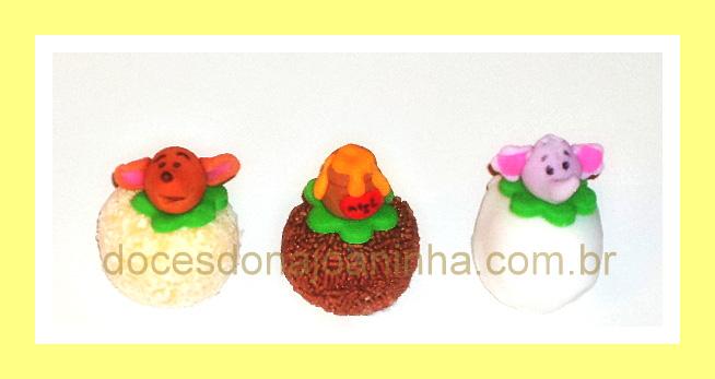Doces decorados dos personagens da turma do Ursinho Pooh: pote de mel, Guru e Efalante