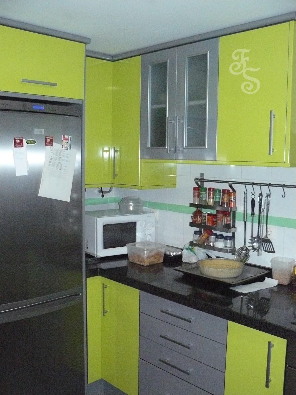 Muebles fernando sancho formica brillo for Cocina verde pistacho