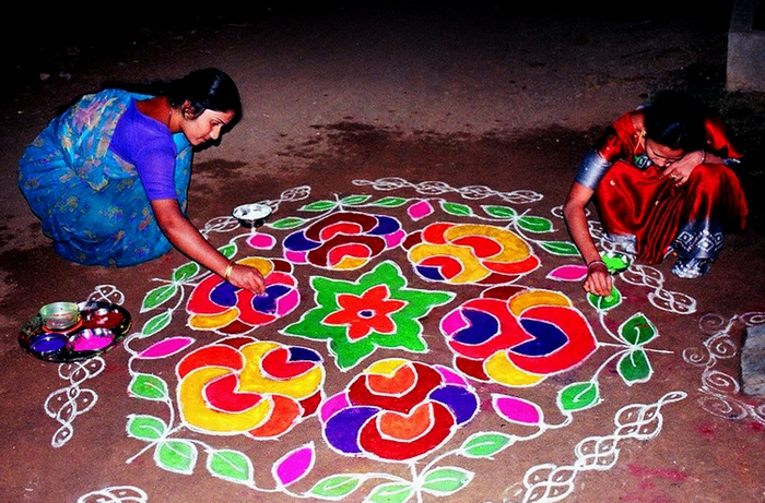 Unbelievable art paintings graphics sculpture and for Floor rangoli design