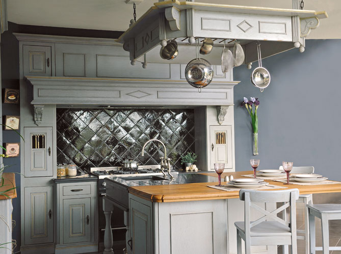 Hanging around the kitchen design chic design chic - Cuisine de charme ancienne ...