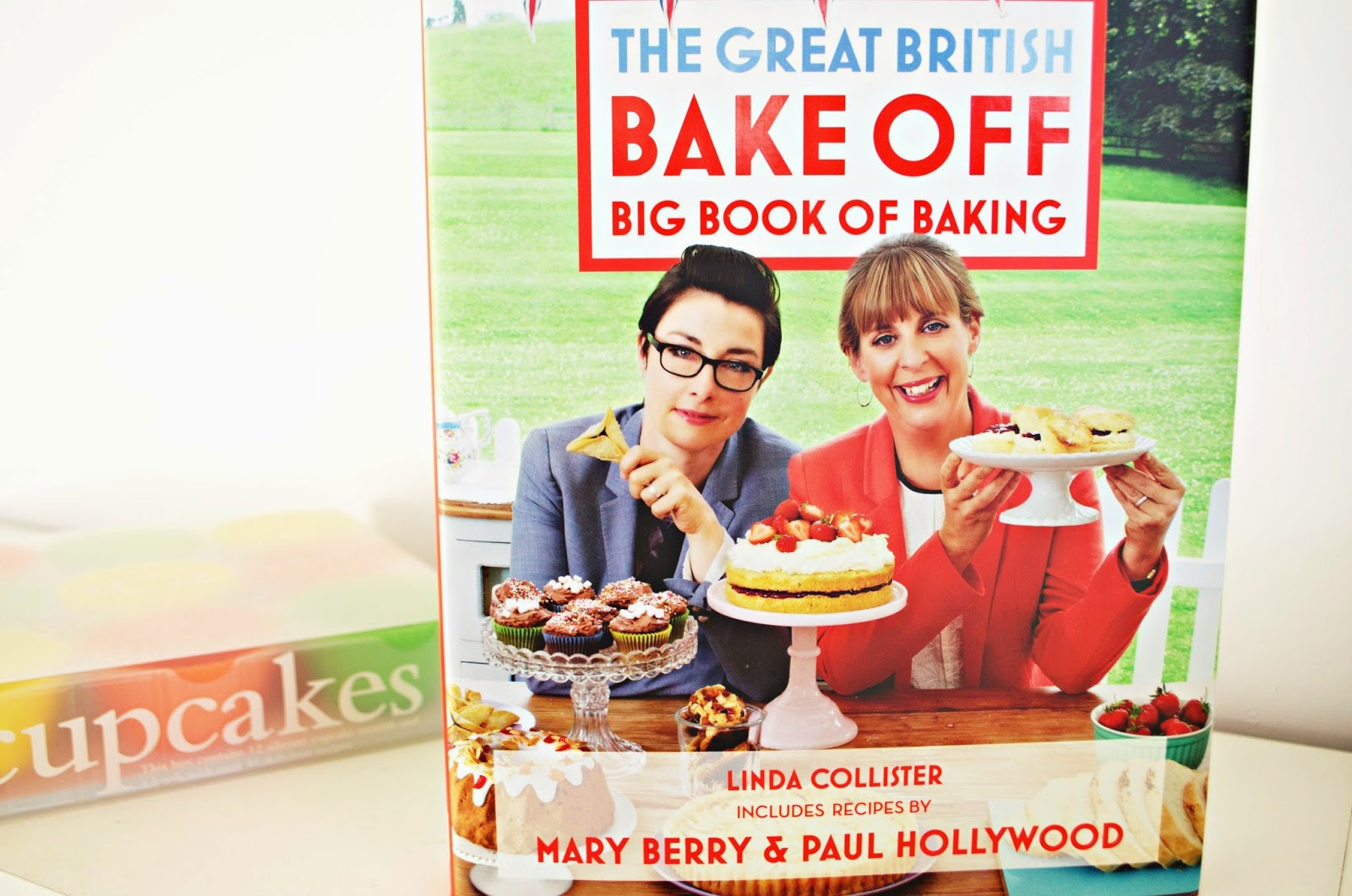 The Great British Bake Off Big Book of Baking and Silicone Cupcake Cases. Christmas Gift Ideas