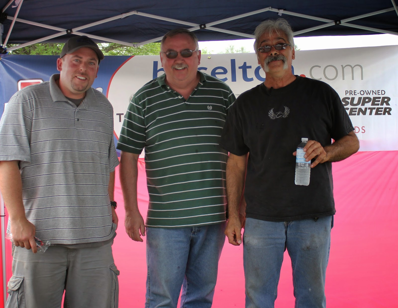 Hoselton Auto Mall Employees at Sundae Fun Day!