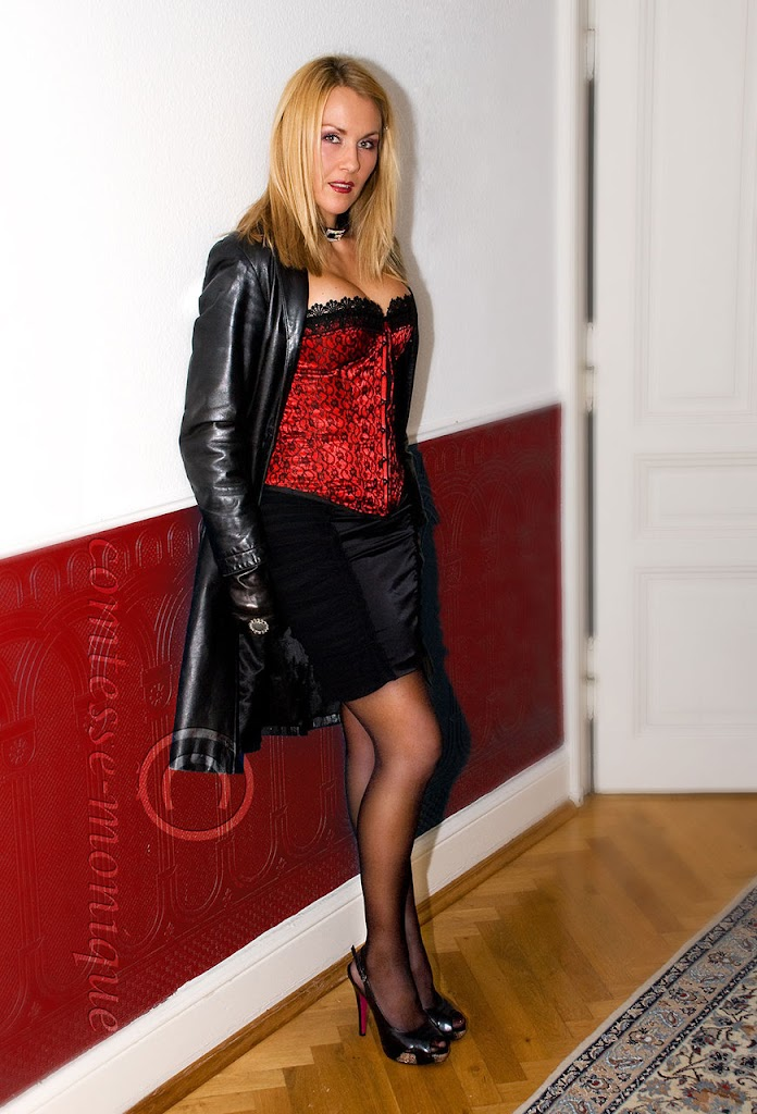 Comtesse Monique http://www.leatherleatherleather.com/2012/05/comtesse-monique-leather-10.html