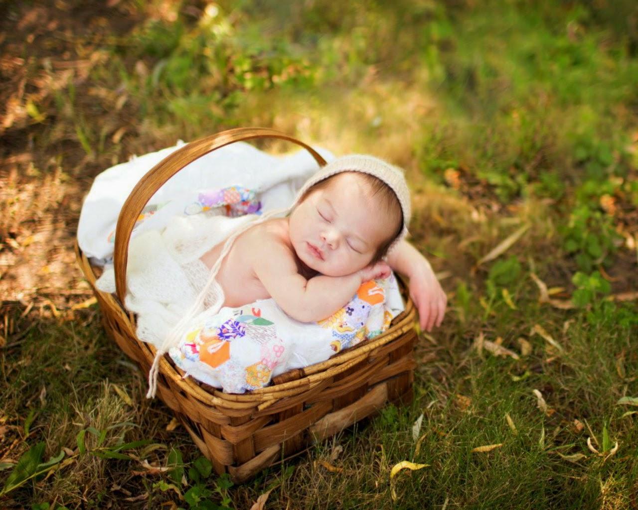 Baby-cute-sleep-in-basket-beautiful-photos-for-facebook.jpg