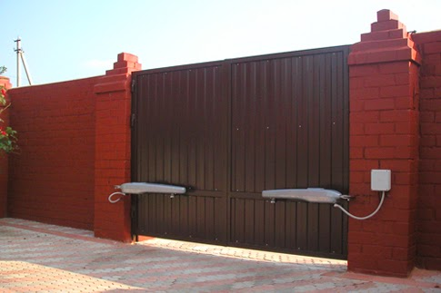 Строим потихоньку гараж, ворота, яму овощную