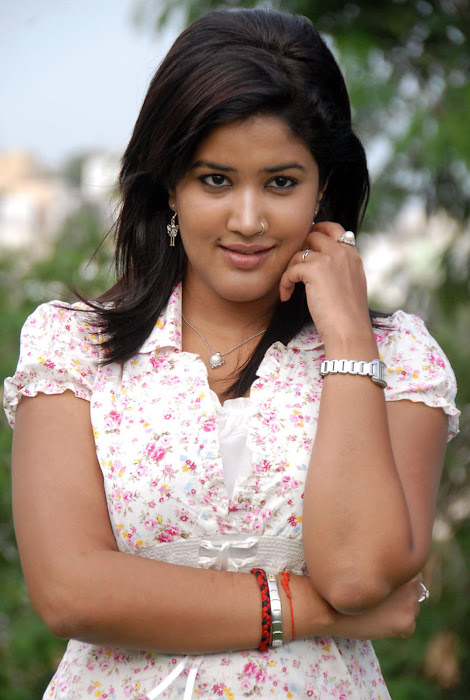 Sowmya In Jeans Cute Wallpapers hot images